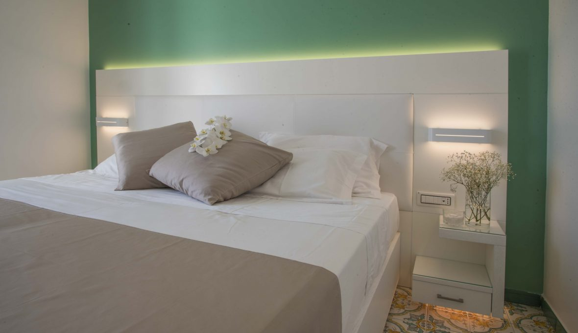 Lloyd's Baia Hotel room raffaele carrella[:]