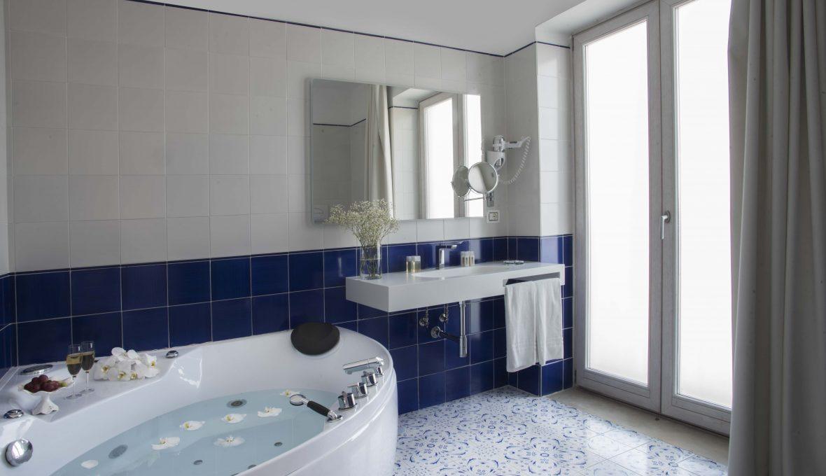 Lloyd's Baia Hotel _idromassaggio_Architetto Raffaele Carrella